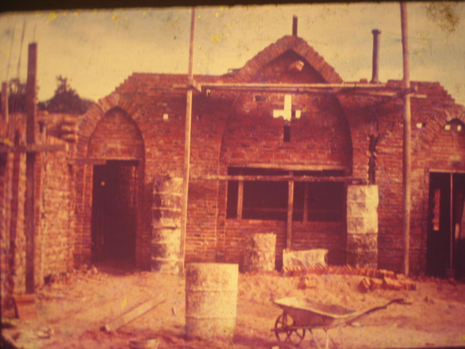 1961 - Construccion primera iglesia