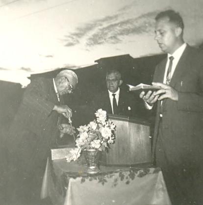 1961 puesta de la piedra angular en Clínicas
